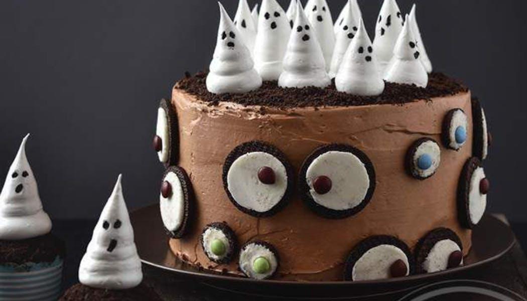 Gâteau avec fantômes d'Halloween