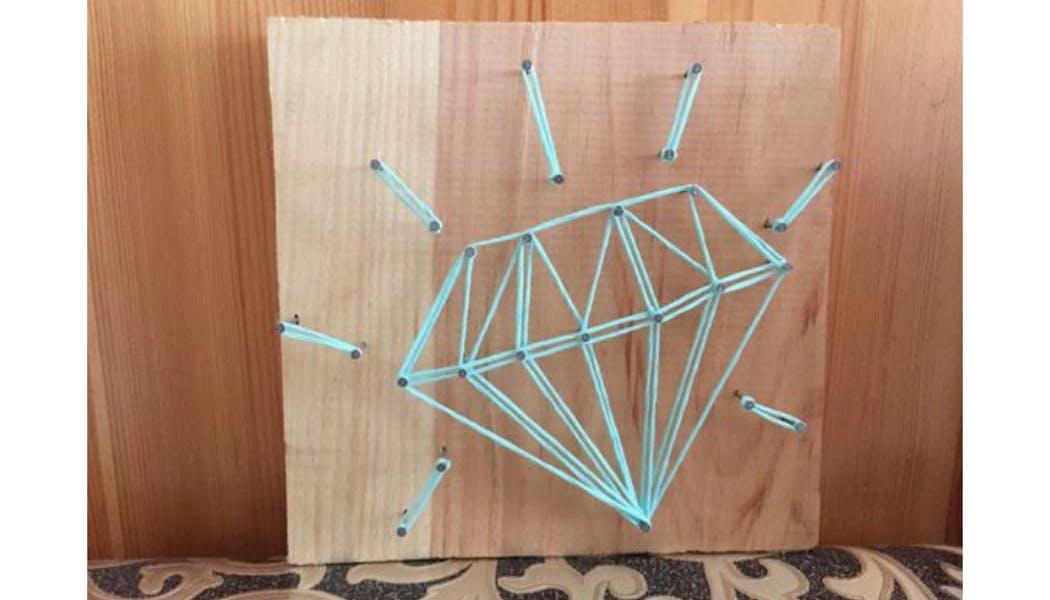 un diamant en string art