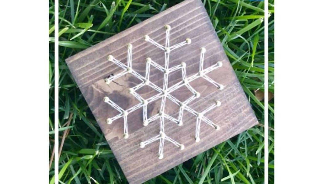un flocon de neige en string art
