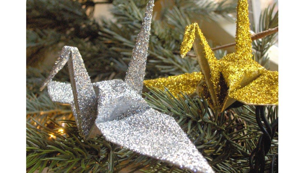 La grue pailletée de Noël en origami