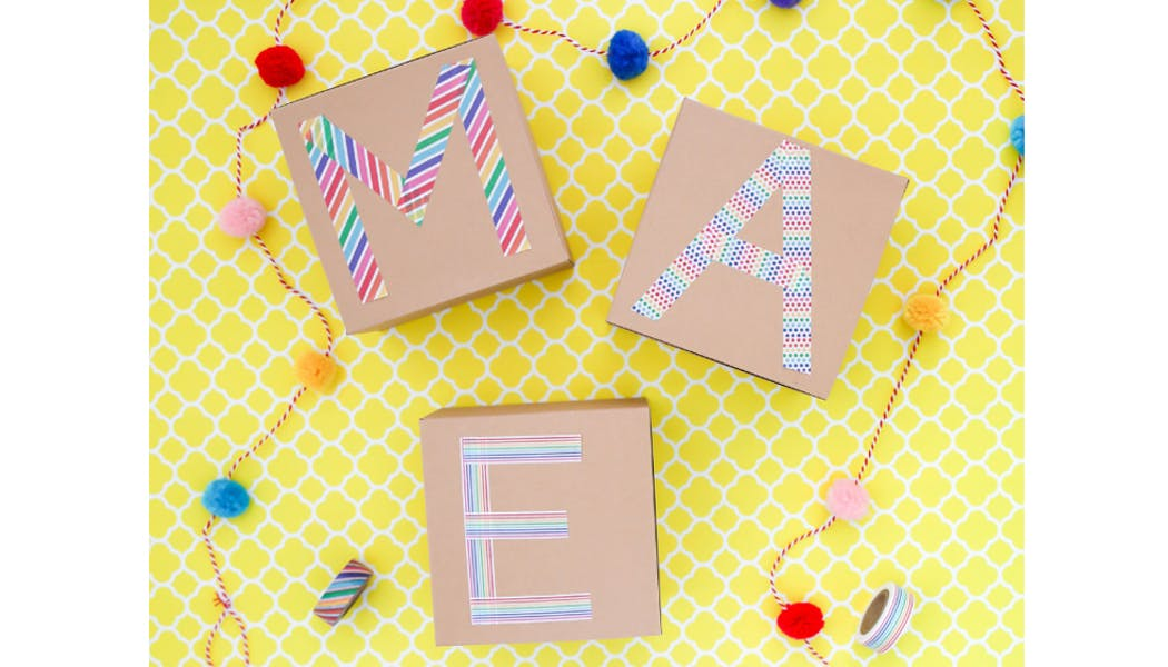Papiers cadeaux masking tape faits maison