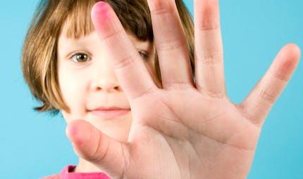 Apprendre la langue des signes en cours