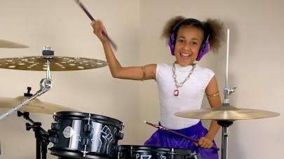 Nandi Bushell 10 ans défi batterie musique dave       grohl