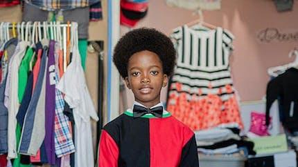 À 11 ans, il ouvre une friperie pour les familles à faible revenu où tout est à moins de 10 dollars