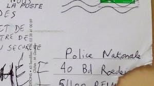 À 5 ans, il écrit une mignonne carte postale à la Police Nationale qui le recherche activement