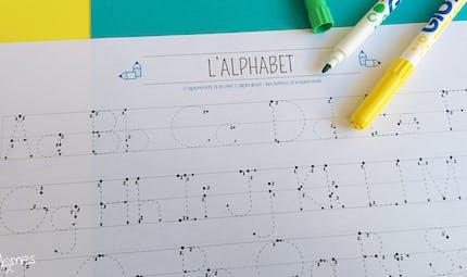 Apprendre à écrire : les lettres en pointillés