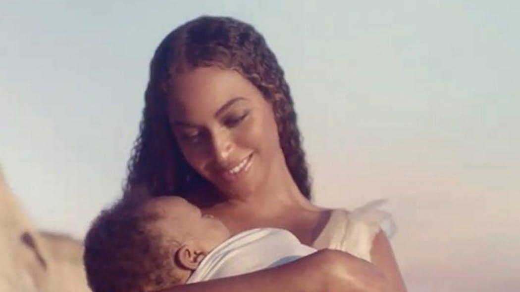 """Beyoncé dévoile les premières images de son film """"Black is King"""" pour Disney Plus"""