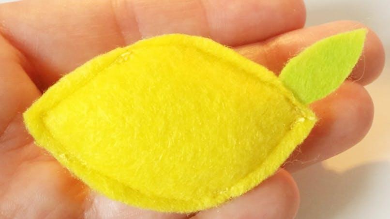 diy broche citron en feutrine