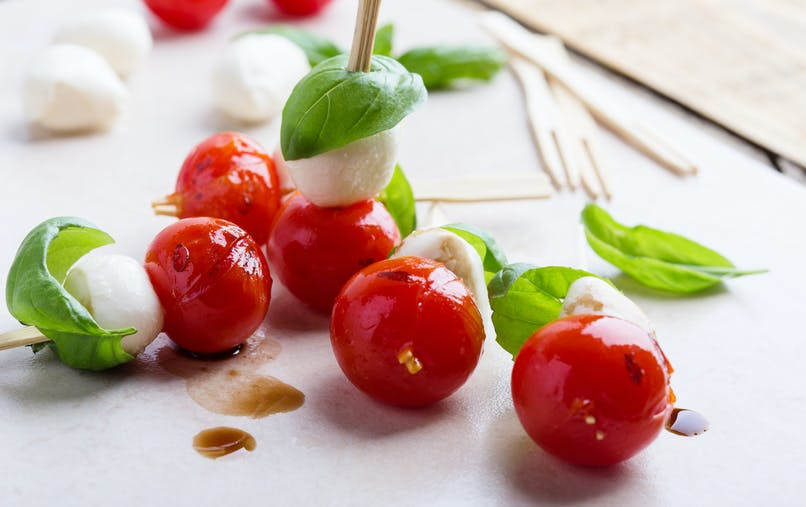 brochettes de tomate mozzarella basilic