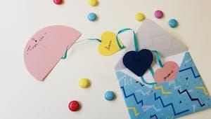 Carte ruban de coeurs
