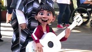 Coco : quand les marionnettes enflamment Disneyland !