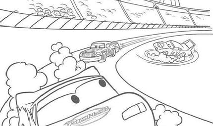 Coloriage Cars : au milieu de la course