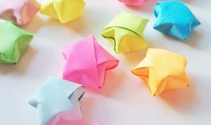 """Comment faire des étoiles en origami """"Lucky Star"""""""