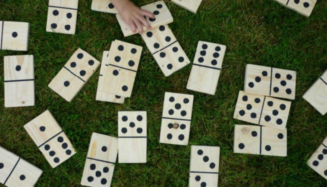 Des dominos en bois XXL