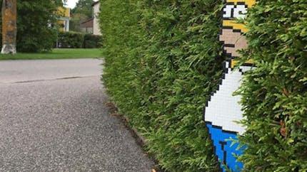 Des personnages pixelisés surprennent les passants !