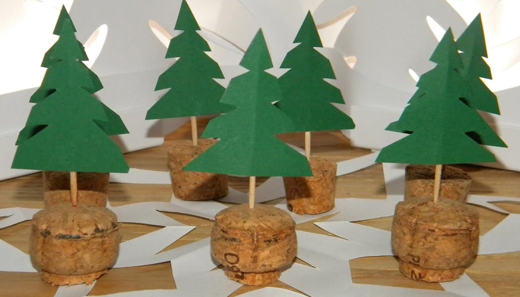 idées décorations Noël rapides simples faciles         dernière minute des petits bouchons-sapins
