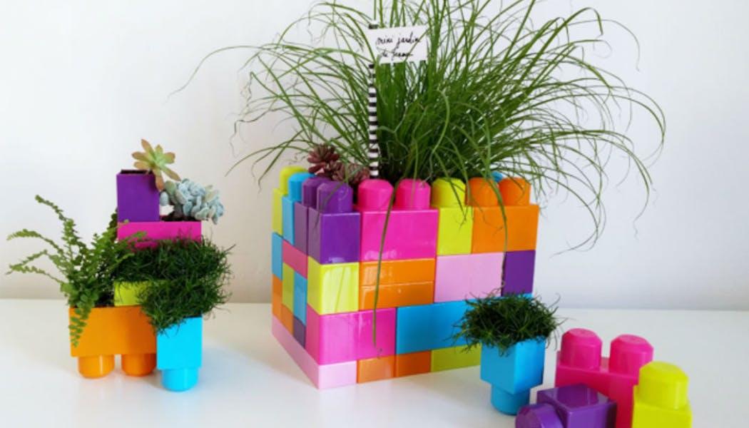 Des pots de fleurs en briques