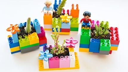 Des pots de plantes en Lego
