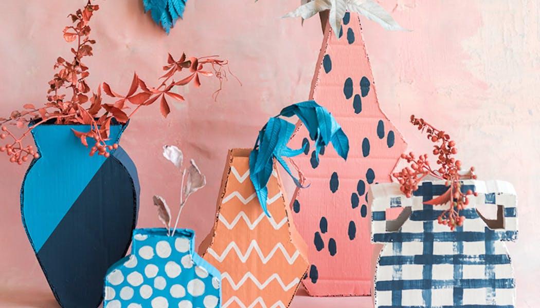 idées cadeaux Noël DIY bricolages faire soi-même des         vases colorés en carton