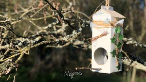 Mangeoire à oiseaux à créer avec une brique de lait