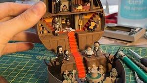 Elle crée des Polly Pocket Famille Adams pour Halloween