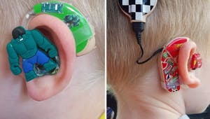 Elle décore les appareils auditifs des enfants pour qu'ils soient fiers de les porter