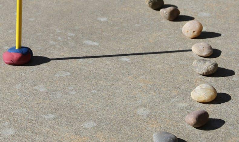 Fabriquer un cadran solaire avec des cailloux
