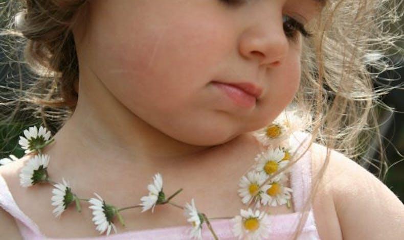 Faire un collier de fleurs
