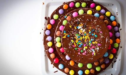 Gâteau au chocolat et aux Smarties, un dessert fun