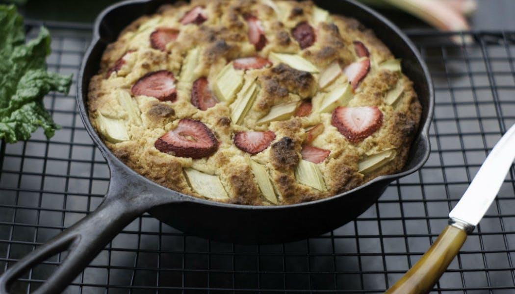 Gâteau au maïs fraise et rhubarbe