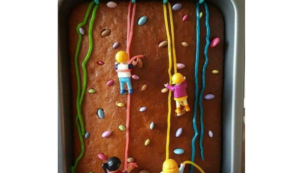 Gâteau « Les Playmobil font de l'escalade »