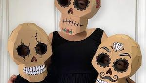 Halloween : cette maman crée des déguisements fabuleux tout en carton pour ses enfants