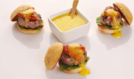 Mini hamburger au ketchup de kiwi