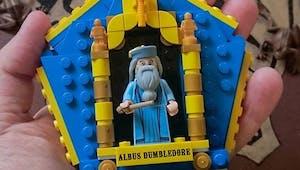 Harry Potter : fabriquer des cartes de Chocogrenouille en Lego