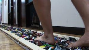 Il a battu le record du monde de marche sur Lego !
