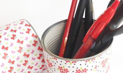 Jolis pots à crayons avec des boites de conserve
