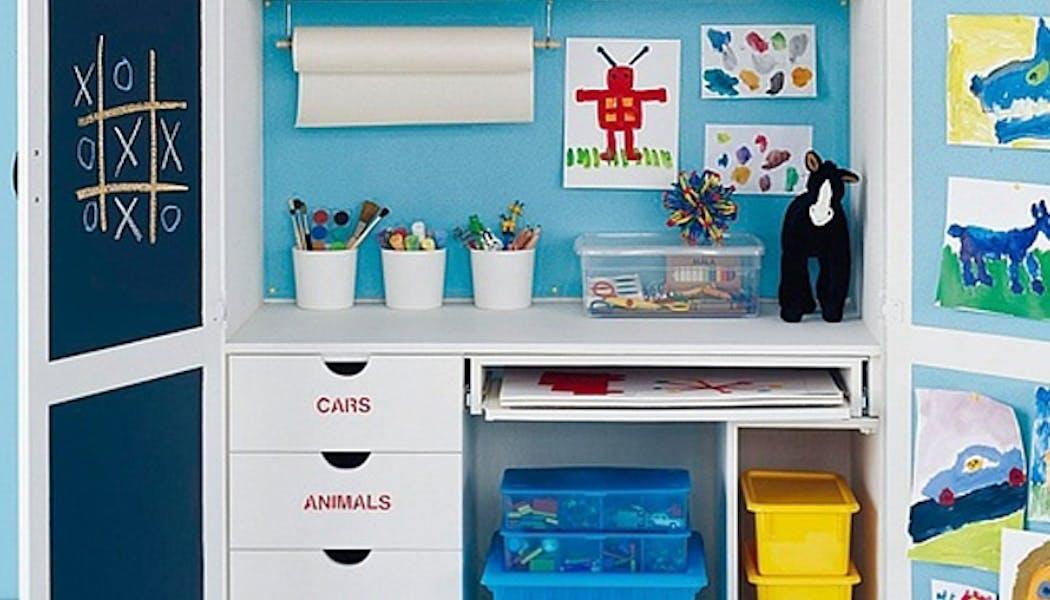 Le bureau dans une armoire