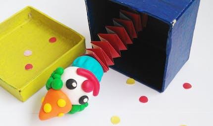 Le clown dans sa boite