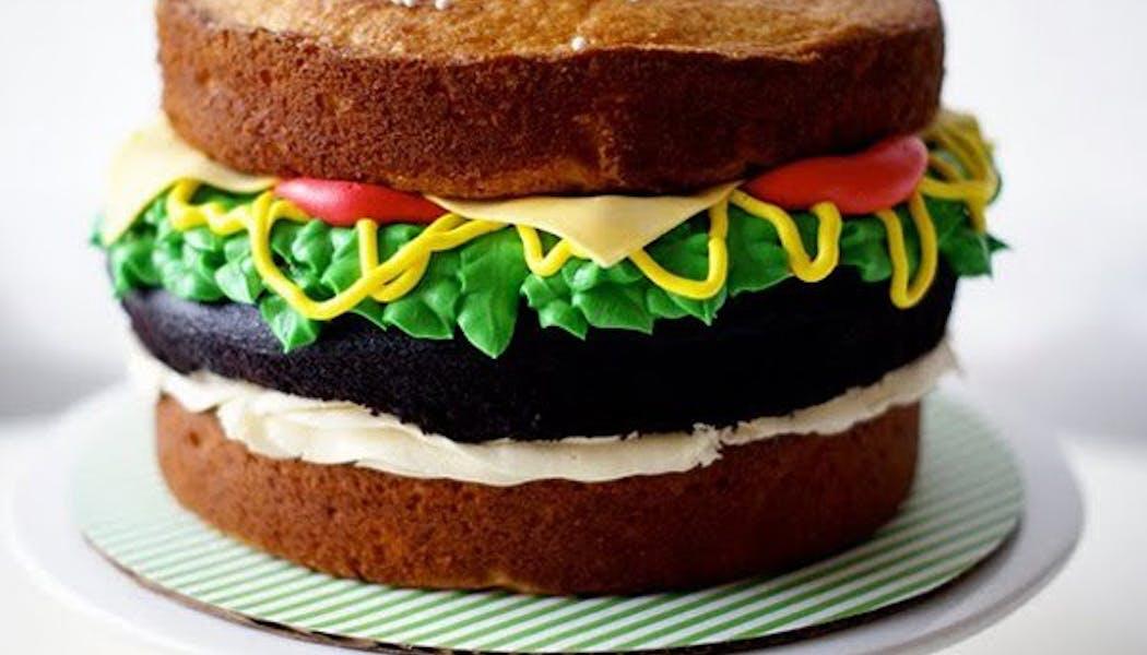 Le gateau d'anniversaire burger