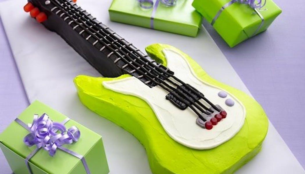 Le gateau d'anniversaire guitare