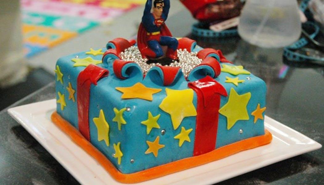 Le gateau d'anniversaire Superman