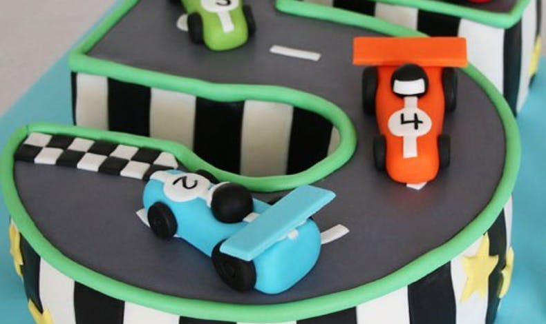Le gateau d'anniversaire voiture formule 1
