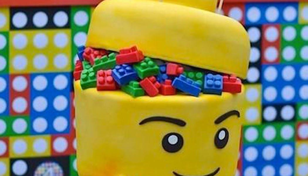 Le gâteau tête de Lego