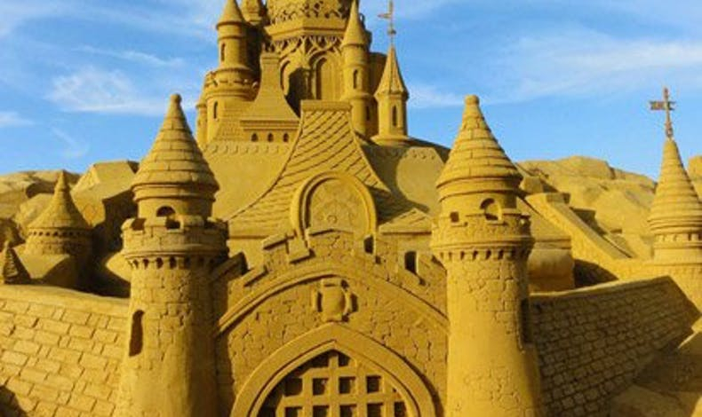 Le grand Château de sable de la Belle au Bois Dormant       (Paris Plage 2011)