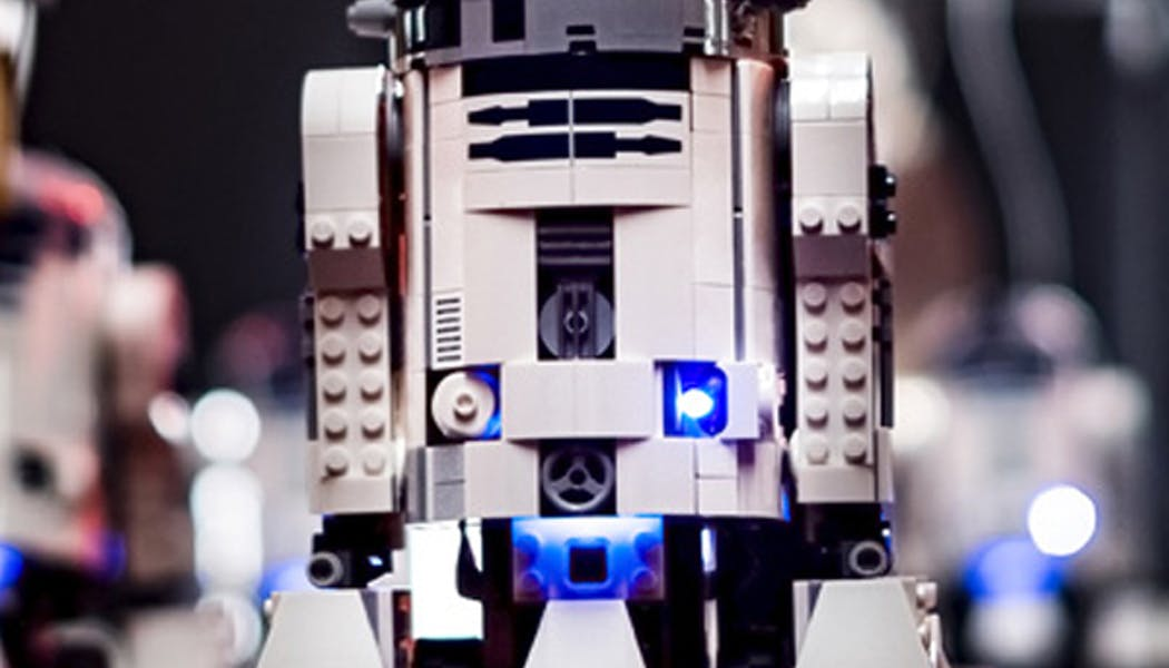 Lego : un incroyable orchestre de 95 droïdes joue la musique de Star Wars