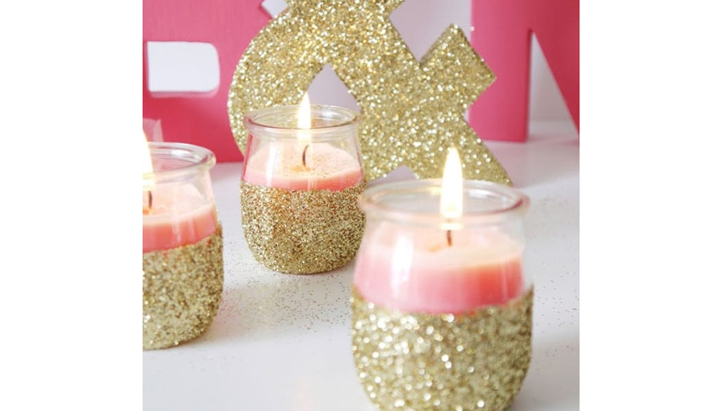 idées cadeaux Noël DIY bricolages faire soi-même les         jolies bougies pailletées
