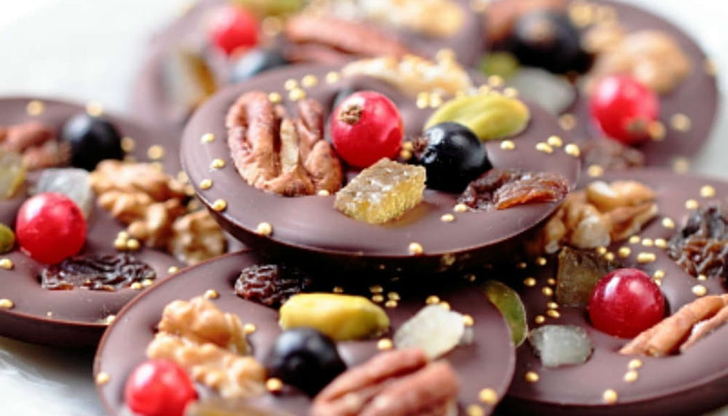 Mendiants au chocolat et aux fruits secs
