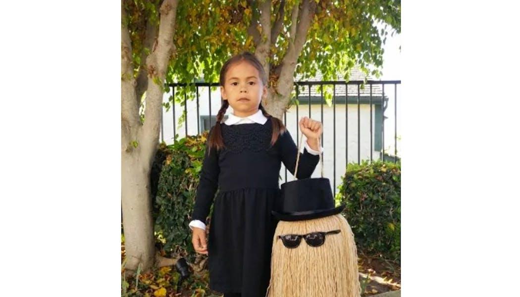Mercredi et Cousin Machin déguisements costume         Halloween enfants