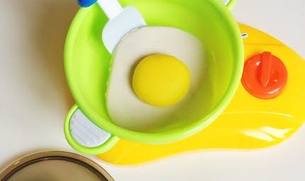 Oeuf sur le plat en pâte Fimo