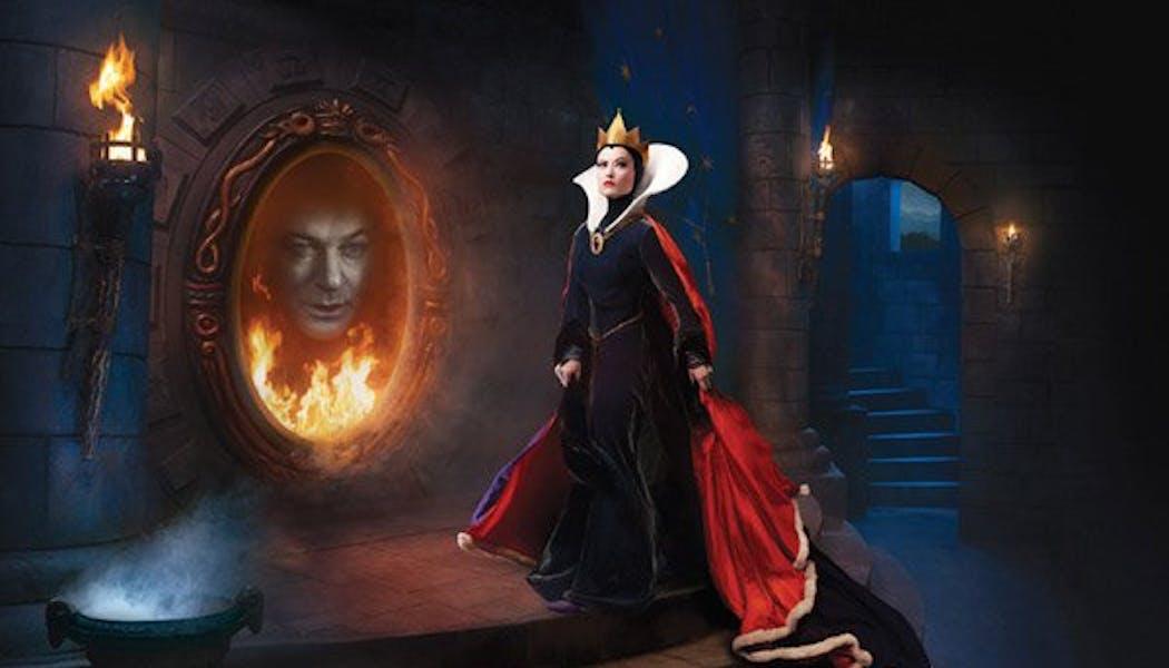 Olivia Wilde et Alec Baldwin (La sorcière et le miroir       maléfique dans Blanche Neige et les 7 nains)